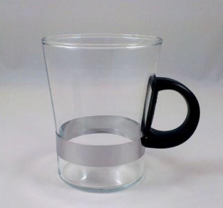 Teeglas mit schwarzem Griff
