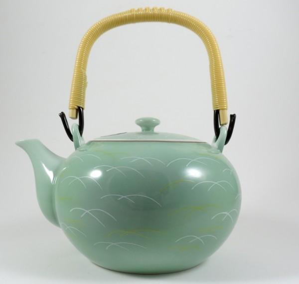 Filigrane japanische Teekanne mit feinem Muster